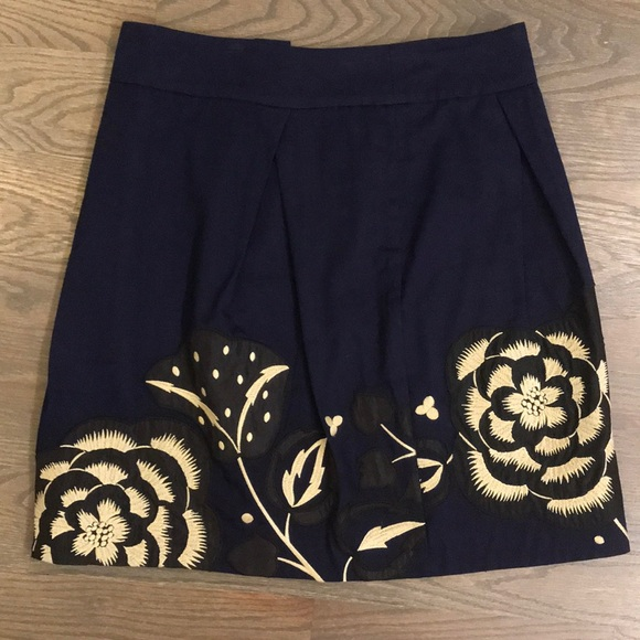 Anthropologie Dresses & Skirts - Anthropologie Navy Skirt with flowers size 4